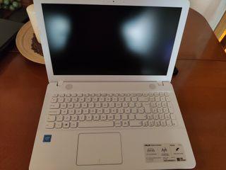 Portátil ASUS blanco 4 gb-1Tb