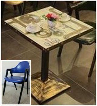 Conjunto de mesa vintage con 2 sillas azules