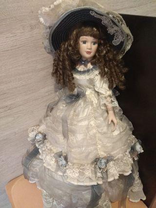 Muñecas de porcelana .