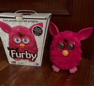 Furby color fuxia.