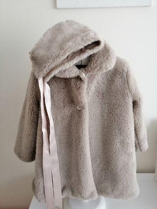 Abrigo con capota pelo