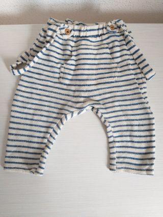 Pantalon de bebé de la talla 3-6 meses.