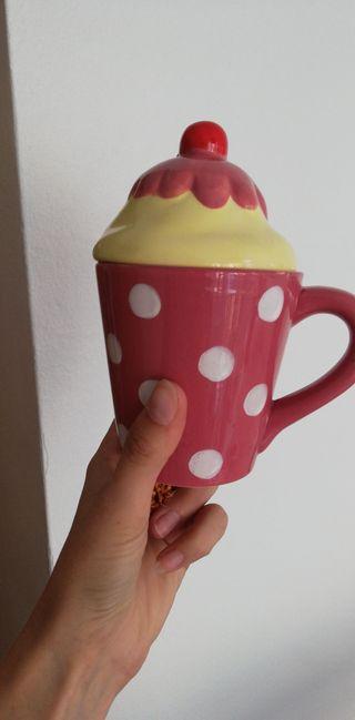 taza de café o té con tapa