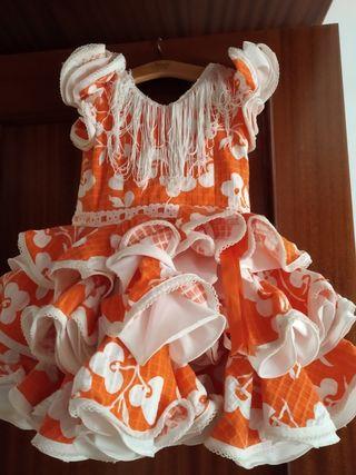traje de flamenca, niña 2 años y tacones