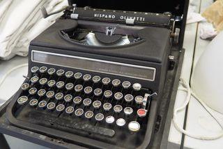 Máquina de escribir Hispano Olivetti negra