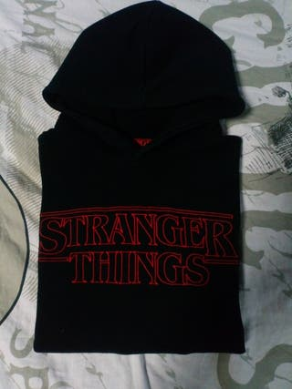 Sudadera stranger things, negra pull&bear