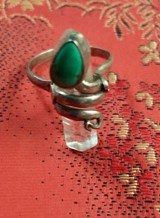 anillo de cuarzo y piedra