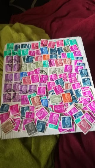 lote de 200 sellos de Francisco Franco matasellado