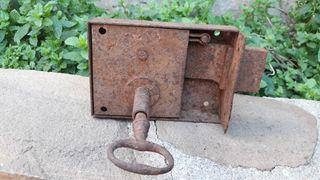 Cerraduras con su llave antiguas
