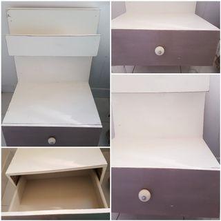 Mesilla suspendida IMPECABLE mueble