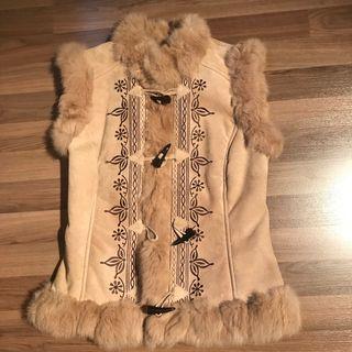 Chaleco-abrigo de piel chica sin uso