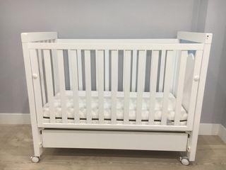 Cuna de bebé marca MICUNA
