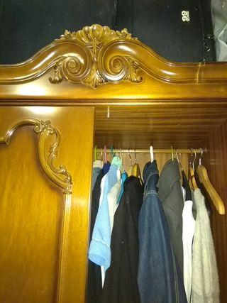 armario de tres puertas.