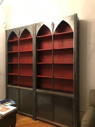 Librería de hierro de tienda Becara