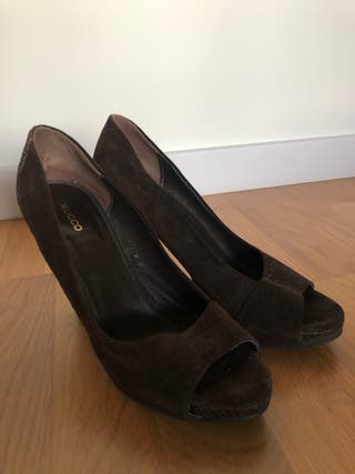 Zapatos marrones corte salón. Talla 39