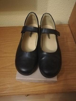 Zapatillas de colegio, niña