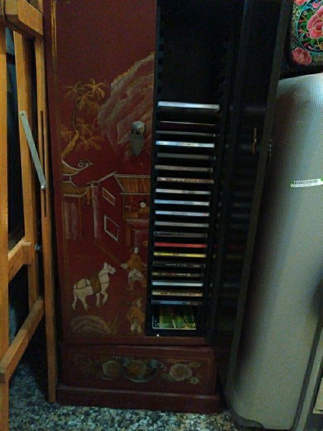 mueble auxiliar Oriental para CD vendo por trasla