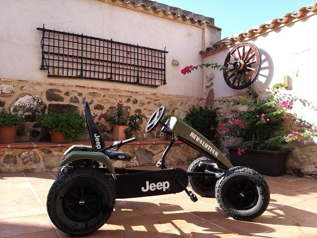 Jeep a pedales, cars