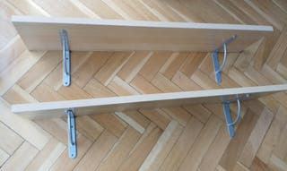 Estantes de IKEA en abedul