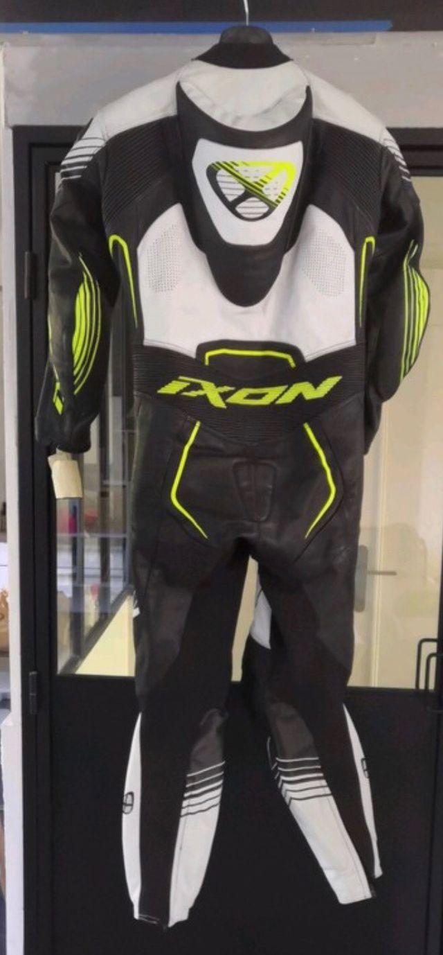 Traje moto para circuito Ixon