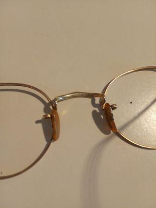 Gafas oro antiguas