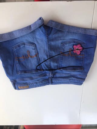 Denim flower decor shorts