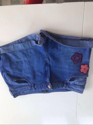 Denim flower decor shorts