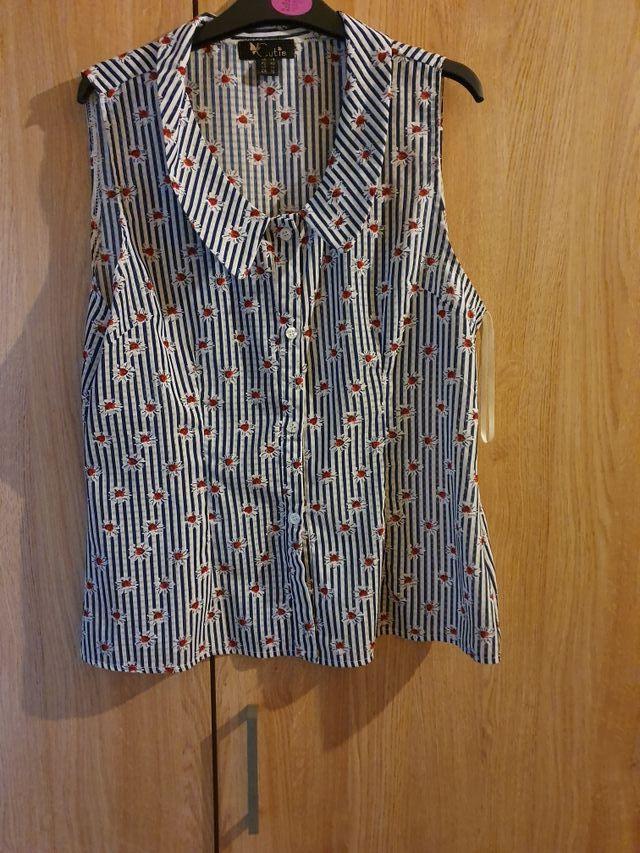 Ladies sleeveless collared top size 14