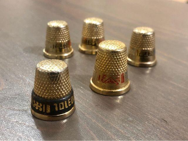 Dedal metal dorado Toledo damasquinado