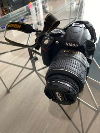Cámara Réflex Nikon D3100 con dos objetivos