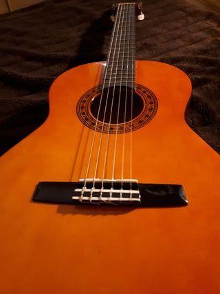 Guitarra española pequeña