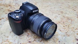 Cámara Réflex Nikon D40 con objetivo y bateria