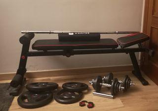 Banco y conjunto de pesas musculación