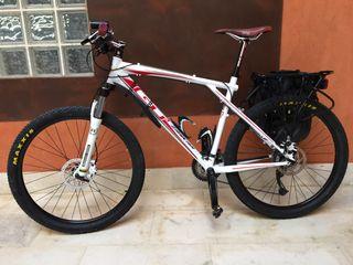 Bicicleta de montaña EQUIPADA