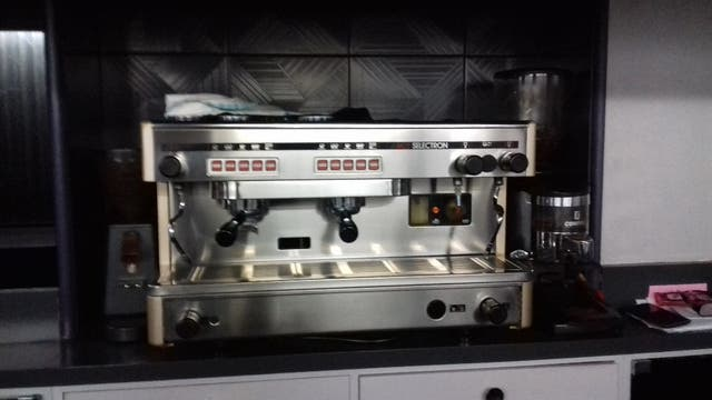 se vende cafetera bar