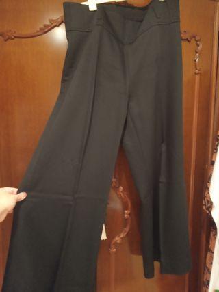 Pantalón negro con pernera ancha