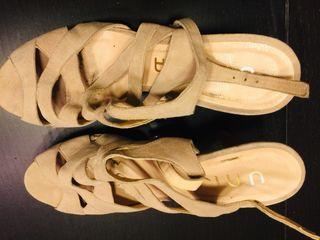 Sandalias de tacon Unisa color beige 40
