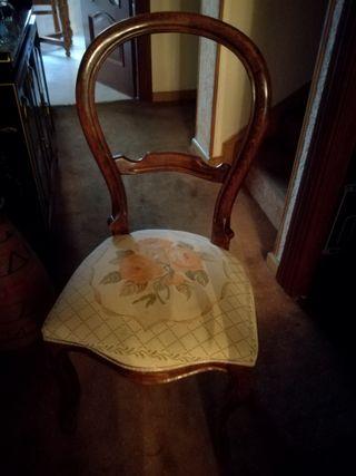Mesa de comedor y seis sillas estilo isabelino