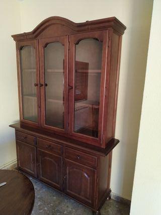 Mueble vitrina de madera pino barnizada