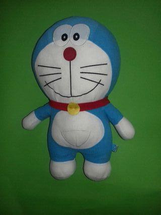 Peluche Doraemon.