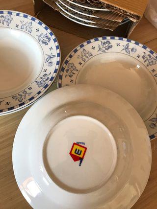 8 platos hondos de porcelana SIN Estrenar