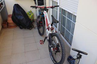 Vendo bici Summum dh año 2012.