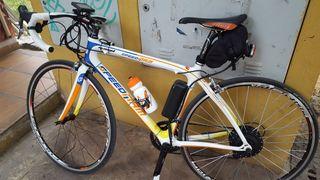 Bicicleta carretera con motor