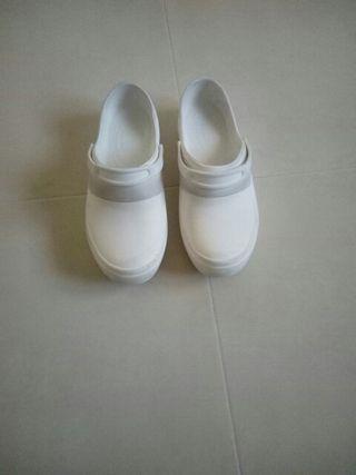 Zuecos blancos talla 40. Marca Crocs