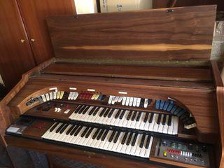 Órgano electrónico Farfisa.