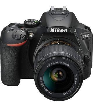 Nikon D5600 cámara réflex 24MP nueva a estrenar!!