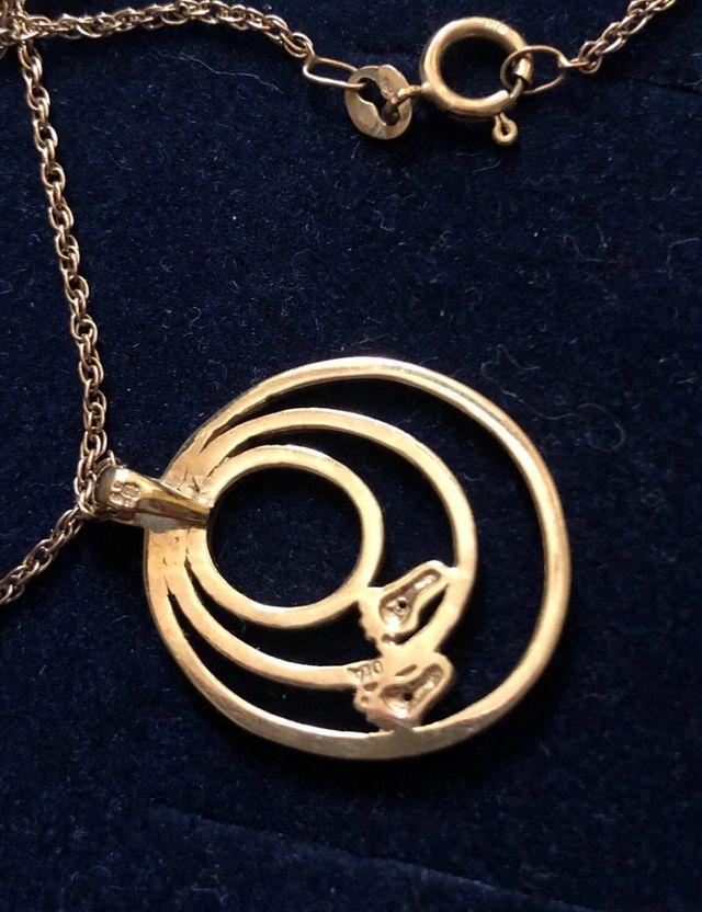 9k gold small.DIA prndant & chain