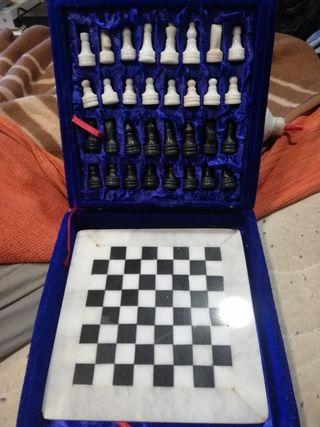 juego antiguo de marmol ajedrez