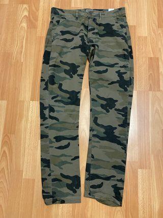 Pantalón estampado camuflaje