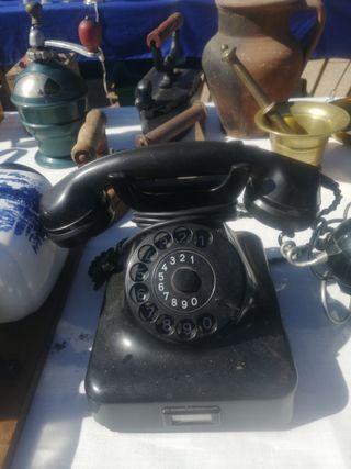 teléfono de baquelita. antiguo